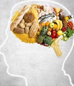 Descubre 10 alimentos que mejoran el rendimiento del cerebro
