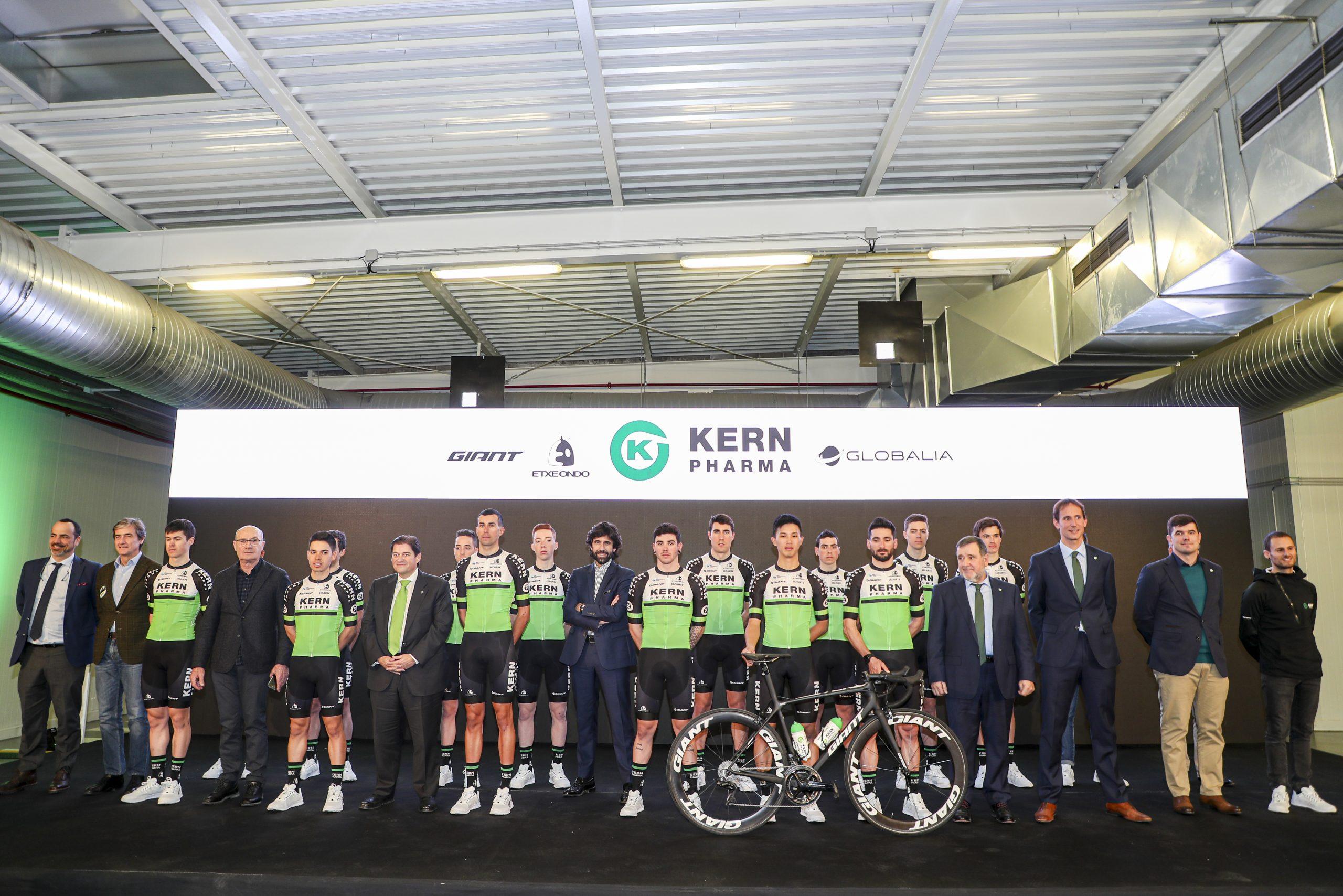 Mediterránea asiste a la presentación del nuevo equipo ciclista de Kern Pharma